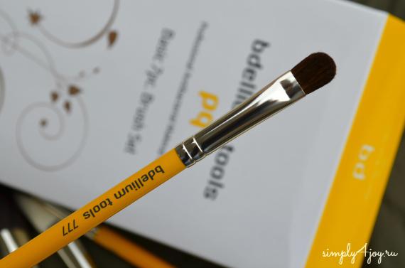 Bdellium Tools Studio Line brush 777