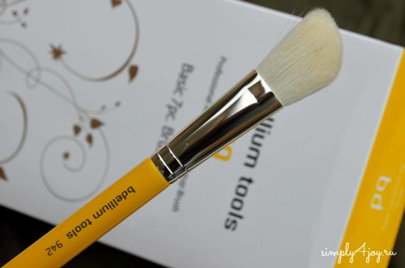 Bdellium Tools Studio Line brush 942