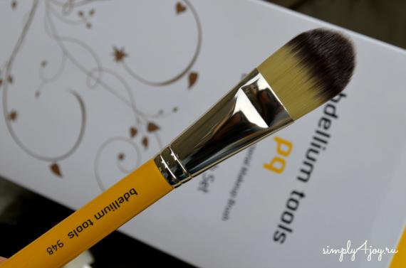Bdellium Tools Studio Line brush 948