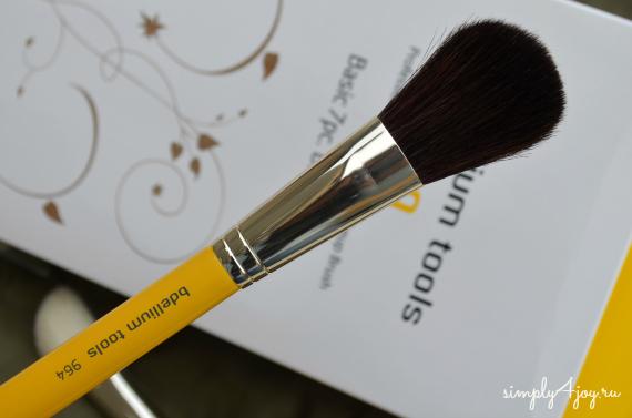 Bdellium Tools Studio Line brush 964