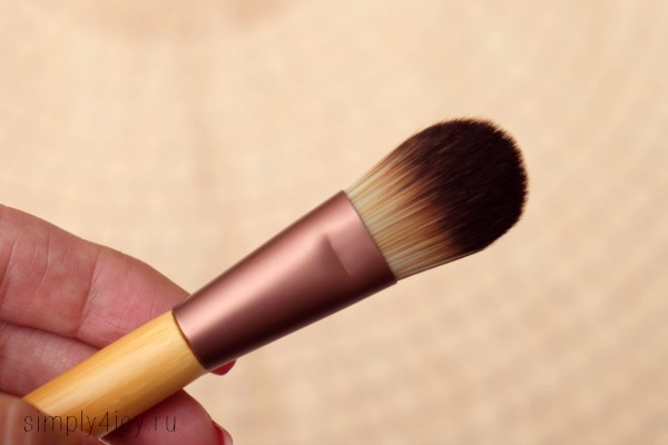 Ecotools Flat Foundation Brush