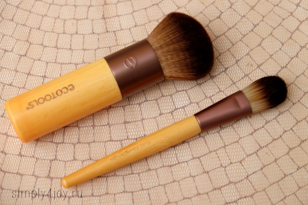 Ecotools Flat Foundation Brush reviews
